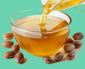 Наричат това масло златно, защото има такъв цвят и се добива от малко познатото у нас арганово дърво.