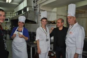 Първото място спечели актьорът Илия Деведжиев /вдясно/ с испанска паеля