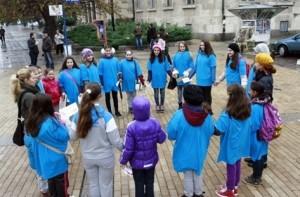 Русенски деца в сини тениски отбелязаха вчера Деня на борбата с диабета.