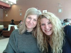 Таня с дъщерята Симона, настояща професионална танцьорка и бъдеща зъболекарка