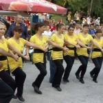Старша лаборантка гони стреса с танци и поезия