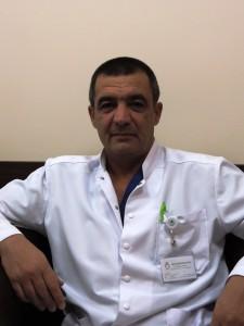 Д-р Сергей Сергеев, коментира, че сложността на операцията се крие именно в едновременната работа на два опериращи екипа и то в две различни зони на човешкото тяло.