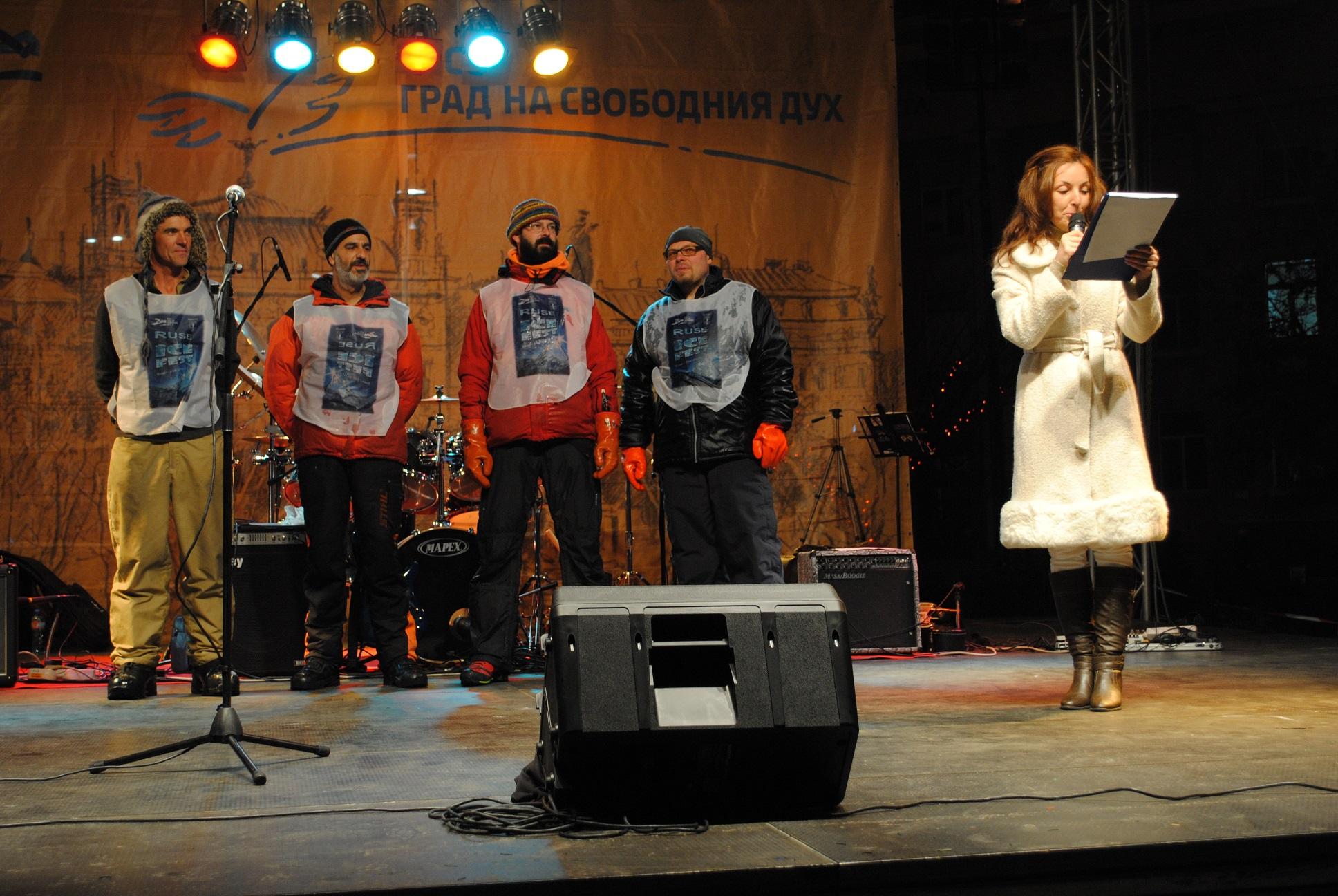 Участниците в ледения фестивал пристигнаха от различни краища на света