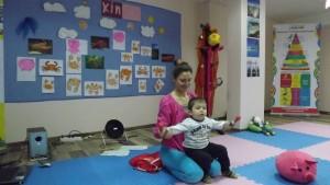 Диана Минкова/с розовата блуза/ е любимка на деца и родители