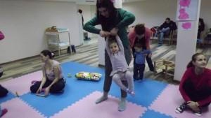 Деца и родители се забавляват заедно