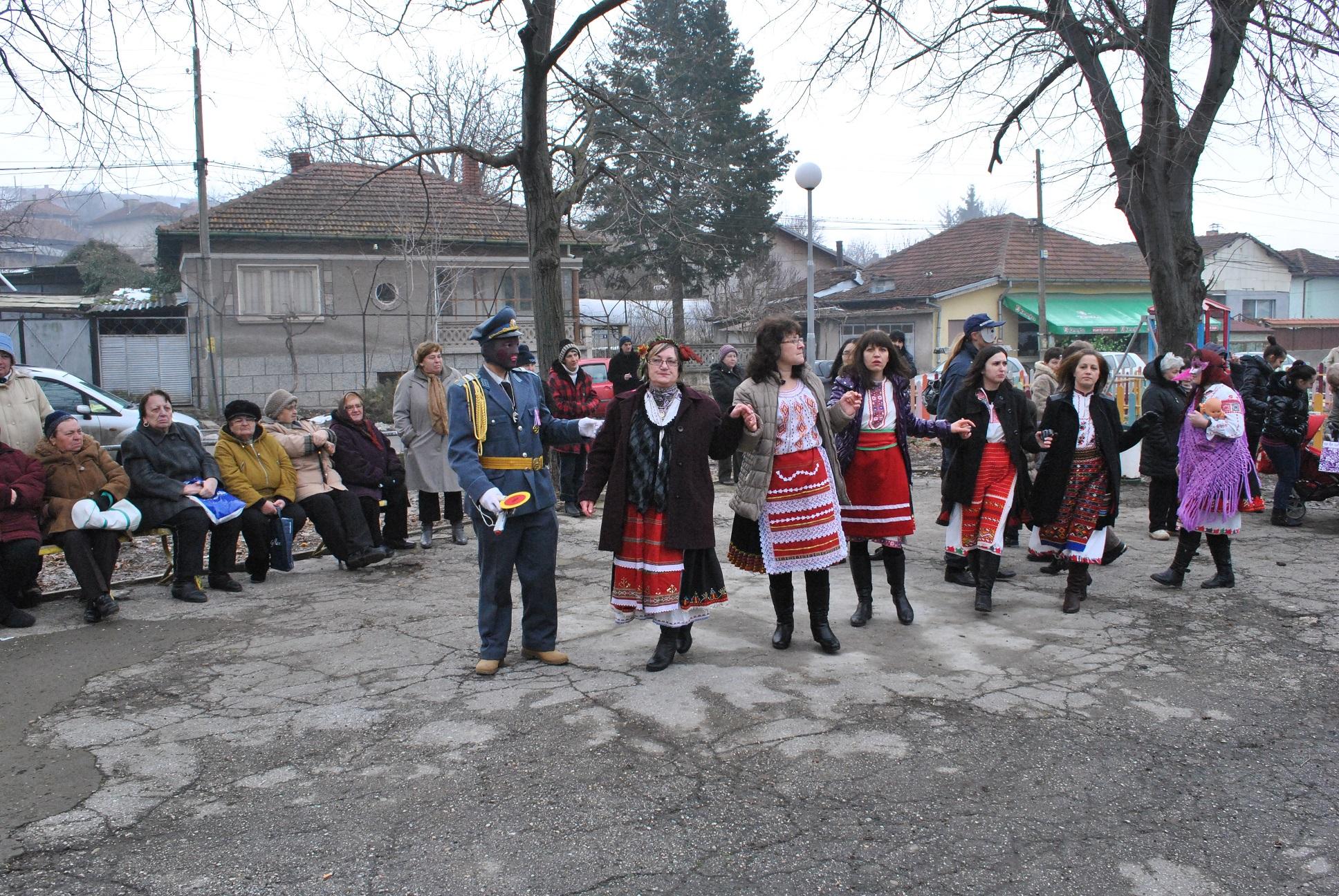 В Басарбово измиха ръцете на акушерката Надка Узунова