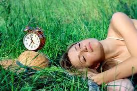 В очакване на пролетта, с първите слънчеви лъчи, паралелно посрещаме и първите симптоми на пролетната умора