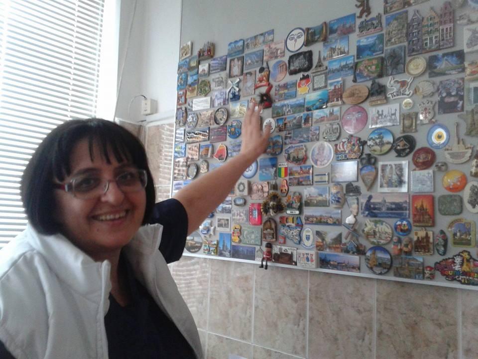 Photo of Любовта към далечни пътувания отключва желанието на д-р Цоневска да колекционира магнити