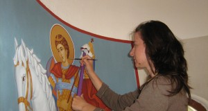 Изложба на икони превърна зала в храм