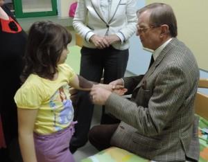 """Хирург от """"Софиямед"""" оперира българче заедно със създателя на микрохирургията."""