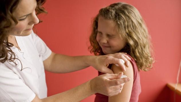 Родители протестираха срещу задължителната ваксинация
