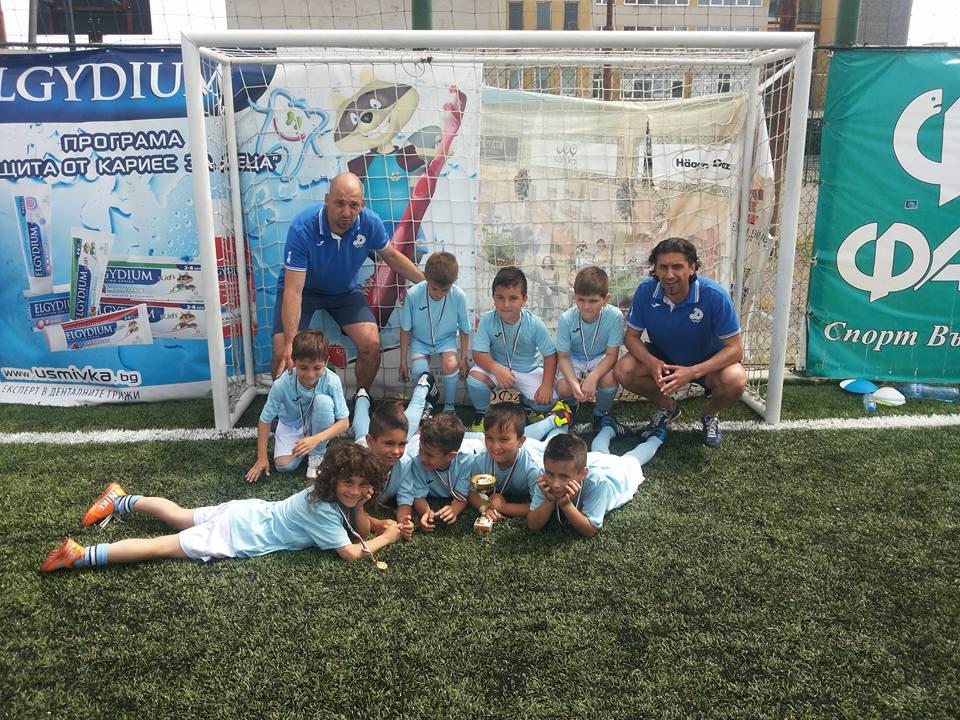 "Photo of Купа и медали за малките футболисти на ""Дунав"" на престижен турнир в Бургас"