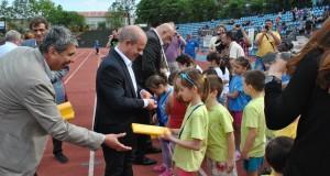 "Над 300 млади лекоатлети бягаха и скачаха на турнир ""Младост"""