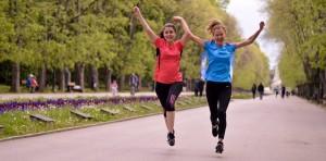 Спринтът може да бъде самотно занимание, но има реална полза за осъществяване на връзка с други хора - и няма по-добър начин от това да бягате с друг човек.