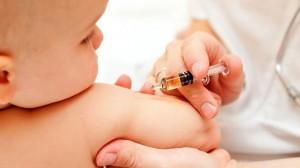 Десетки родители протестираха вчера в Пловдив срещу задължителната ваксинации на децата в България.