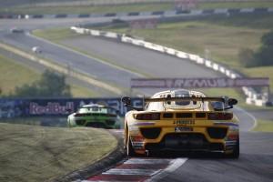 Благодарение на изключителната здравина на автомобила SIN R1 GT4, Росен  Даскалов остана невредим въпреки жестокия удар