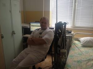 Д-р Николай Евгениев в лабораторията по сънна апнея