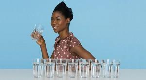 Ново проучване, публикувано тази седмица от група от 17 експерти, информира, че този и други митове в действителност може да постави хората в риск от прекомерна хидратация, или хипонатриемия.