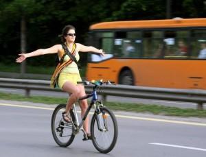 В Париж намаляват вредните емисии със зелена светлина за велосипедисти