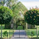 Новозеландец построи църква от живи дървета