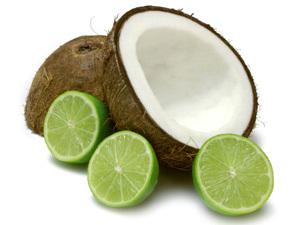 Един литър кокосова вода в био магазините струва около 10 лева