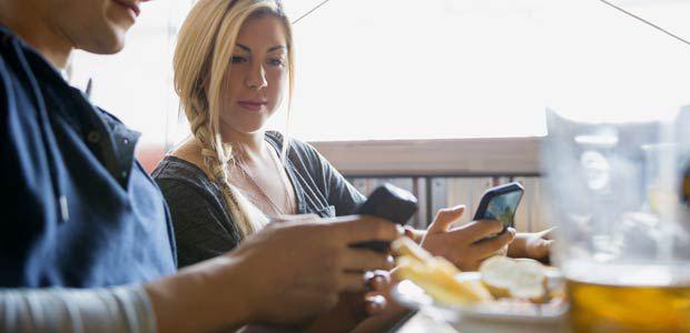 Photo of За или против използването на мобилни телефони по време на вечеря