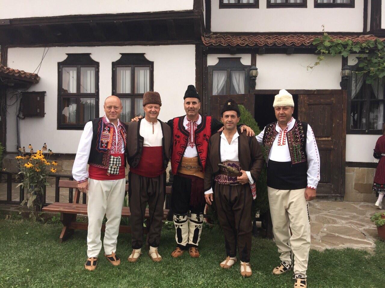 Photo of Пламен Нунев облече носия за международния фестивал в Жеравна