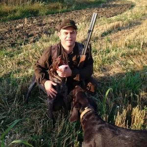 Пламен Стоилов по време на лов с любимото си куче Рони