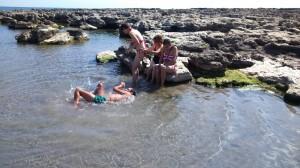 """Благодарение на """"Еквилибриум"""" някои деца се докоснаха за пръв път до морето"""