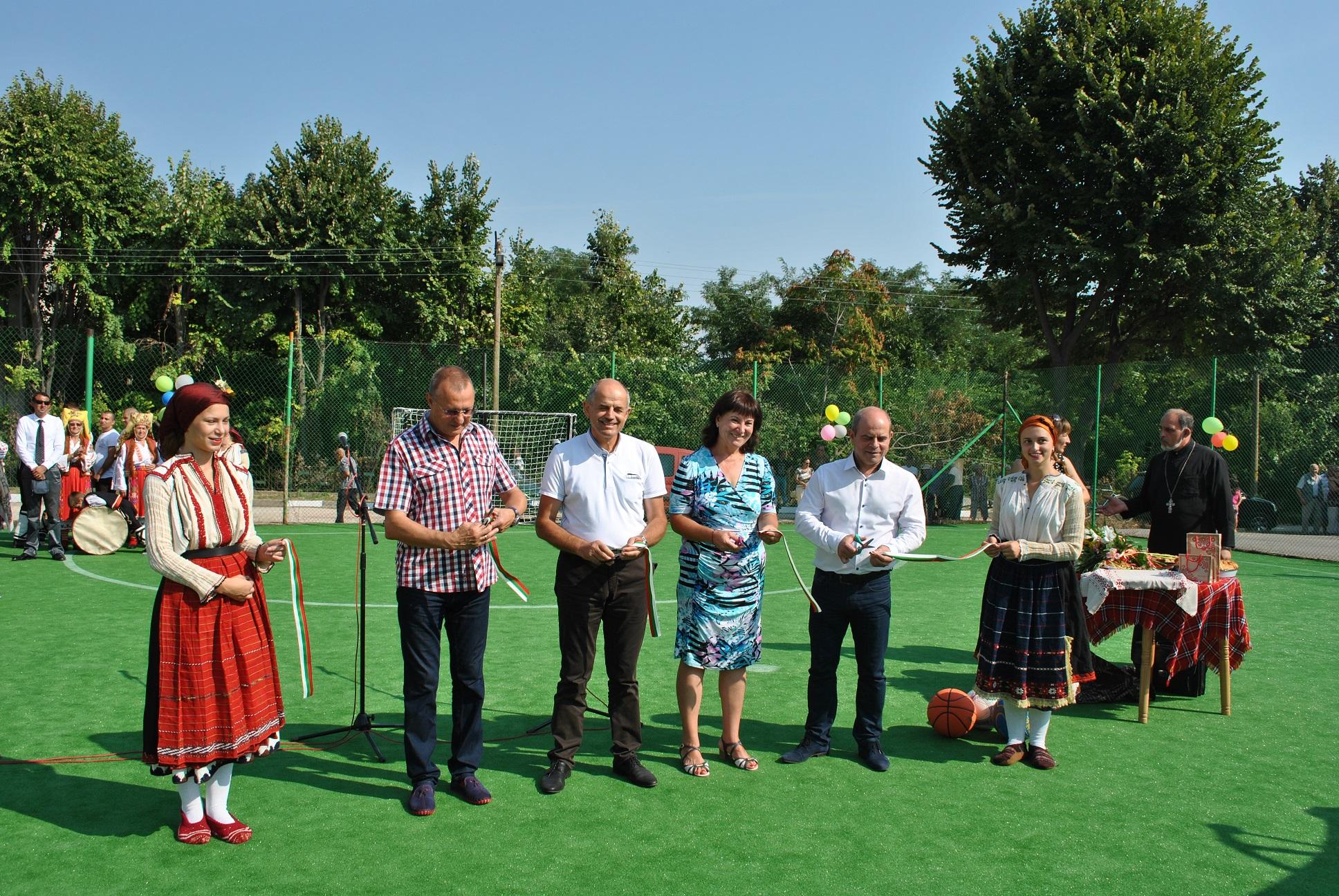 Photo of Откриха спортни площадки в Тетово и Мартен