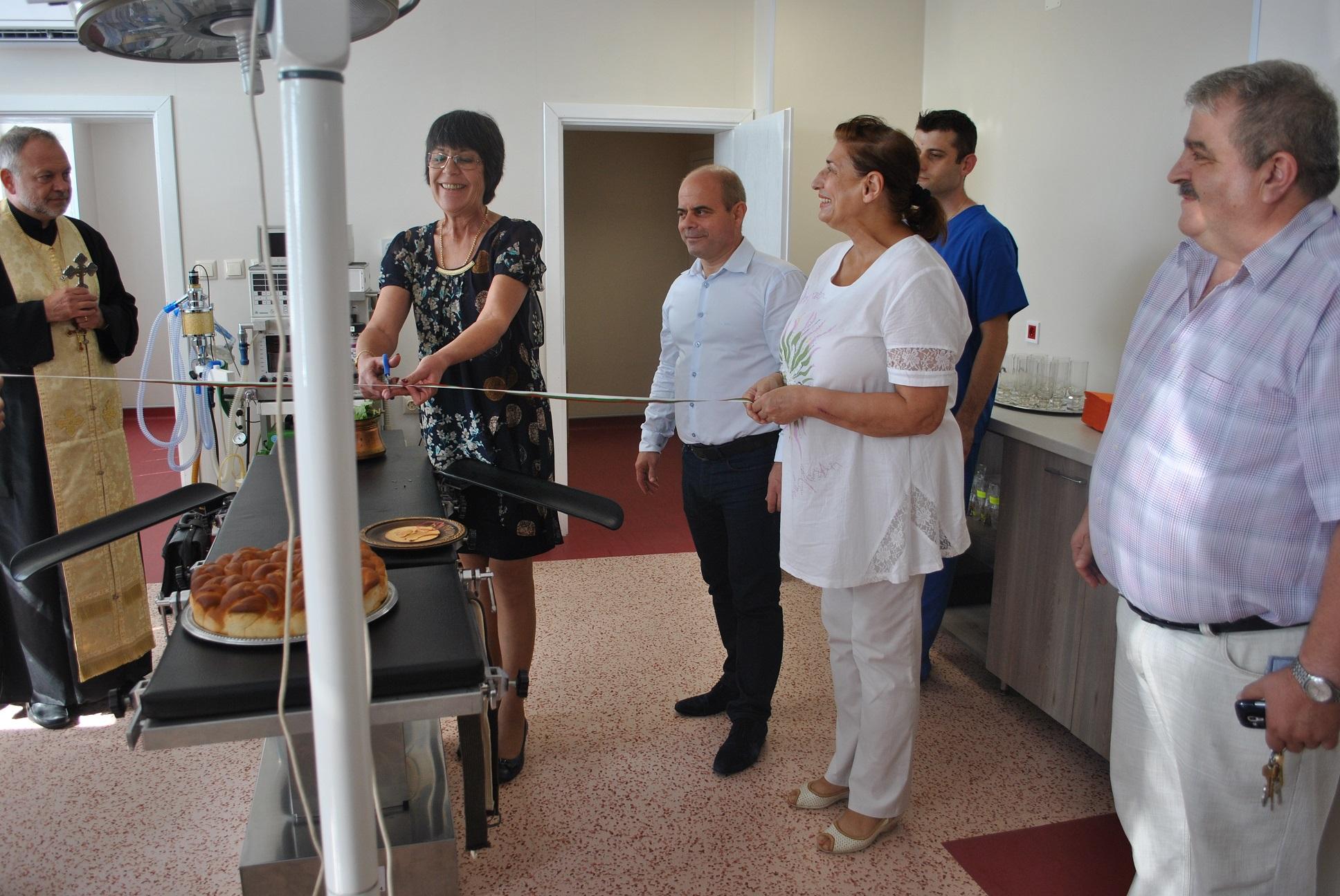Д-р Доганова сряза лентата на нов операционен блок