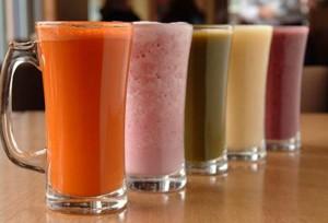 Полезни са соковете, бистрите зеленчукови супи, разреденият лимонов сок, сок от лайм.