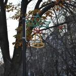 Триметров Дядо Коледа пристига на площада в Русе