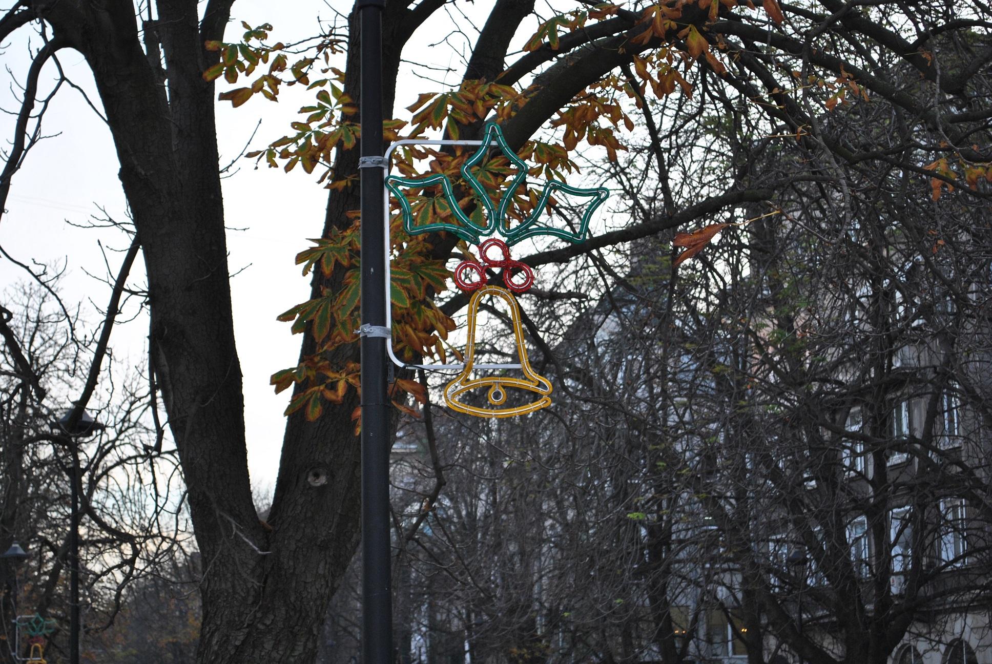 Photo of Триметров Дядо Коледа пристига на площада в Русе