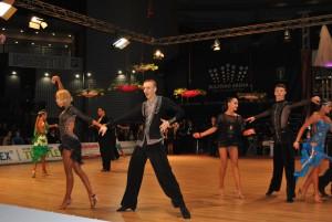 Над 400 танцови двойки се включиха в състезанието