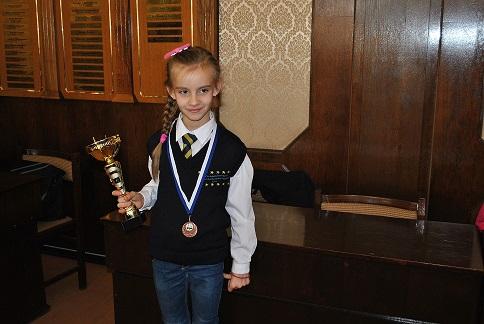Photo of Дядо Коледа донесъл първия шах на 8-годишна шампионка