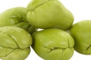 Чайот (Sechium edule) е многогодишно растение с крушовидни плодове.