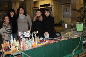 Студенти организираха благотворителен базар в помощ на колега