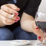 Защо ни се пуши, когато пием алкохол