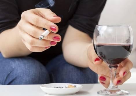 Photo of Защо ни се пуши, когато пием алкохол