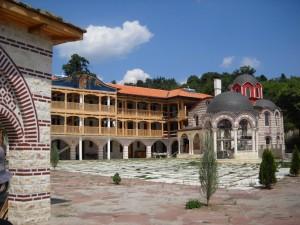 Лековита вода извира от аязмото на манастир