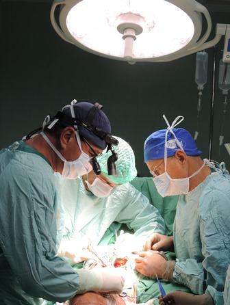 Photo of Лекари спасиха от ампутация крака на мъж с огромен тумор