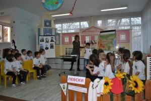 "Урок по родолюбие представиха малчугани от детска градина ""Чучулига"""