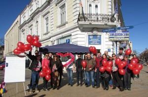 Младежи зарадваха русенци с голяма валентинка - сърце