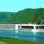 """Корабът """"Елегант Лейди"""" посреща английски туристи с Дунавско хоро"""