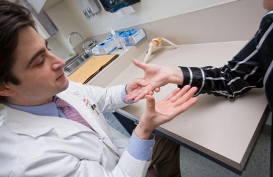 Photo of Изтръпване на ръцете – от неудобна поза до неприятни заболявания