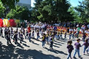 Мажоретки и дракончета във Великденска надпревара