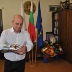 Рицарска ръкавица за рождения ден на Пламен Стоилов