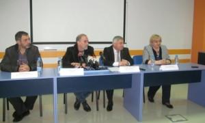 Ръководството но УМБАЛ-Русе, Русенския университет и председателят на ОС Христо Белоев.