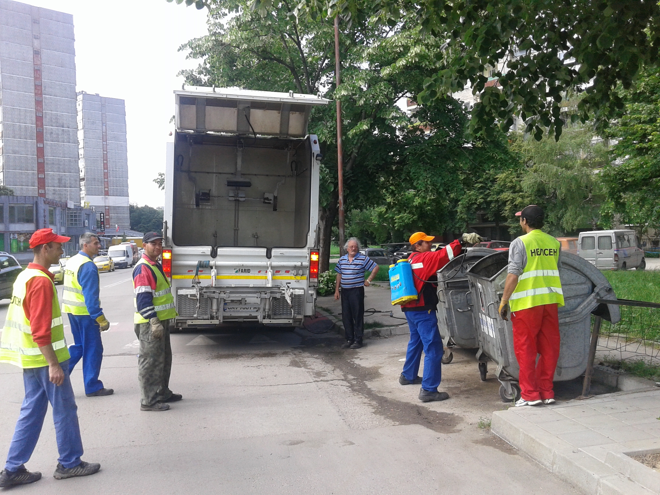 Photo of Стартира дезинфекция на контейнерите в Русе
